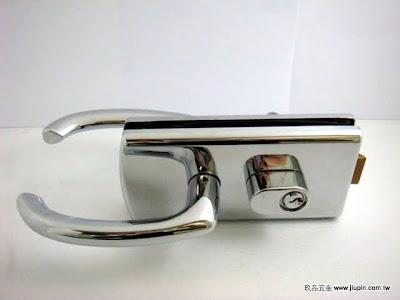 裝潢五金品名:玻璃門水平鎖-2 型式:房間/浴室顏色:銀色玖品五金