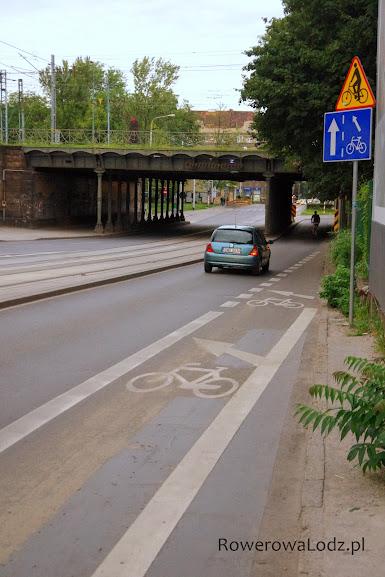 Pas ruchu dla rowerów zakończony wlotem na jezdnię