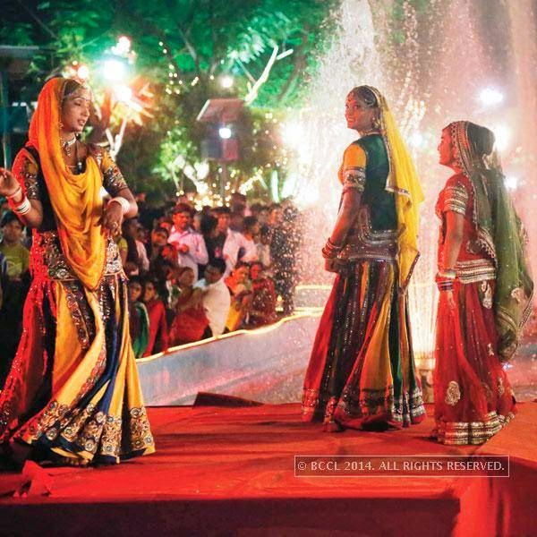 Artists perform during Teej procession in Jaipur. <br />