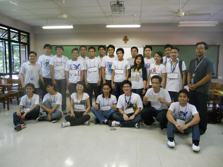 Dr. Nofel Lagrosas and Dr. Quirino Sugon Jr with the physics freshman class of 2012