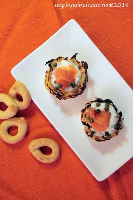 cestini di rösti con crema di yogurt e salmone affumicato