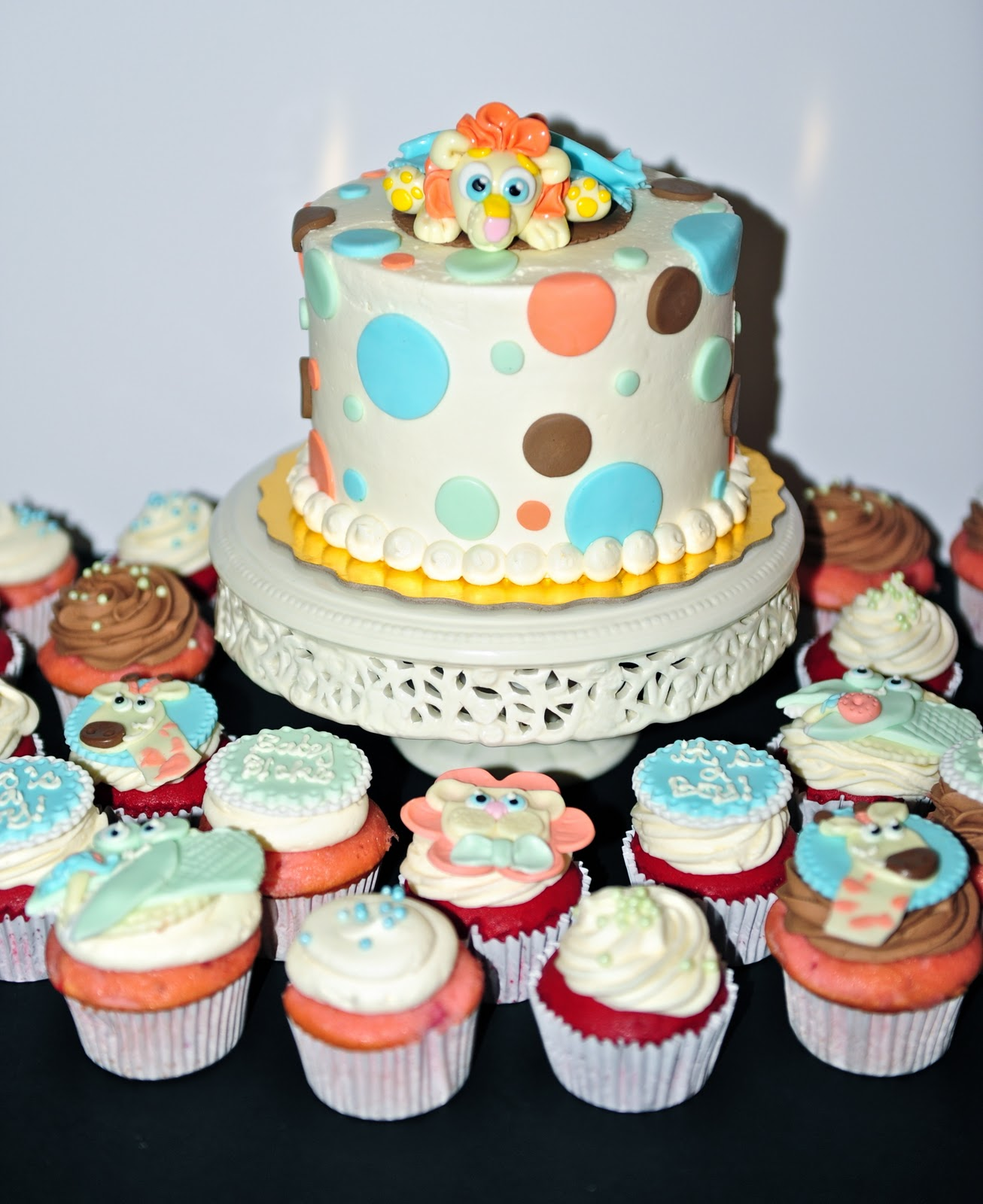 leah 39 s sweet treats safari baby shower cake and cupcakes