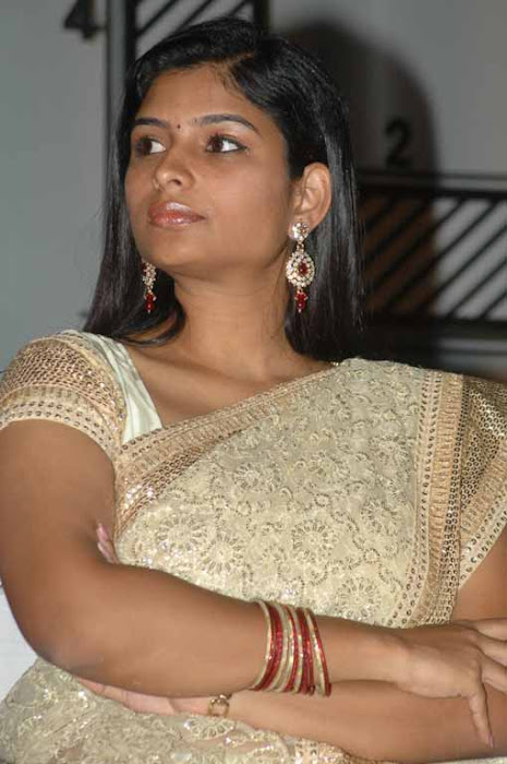 vj maheshwari in saree latest photos