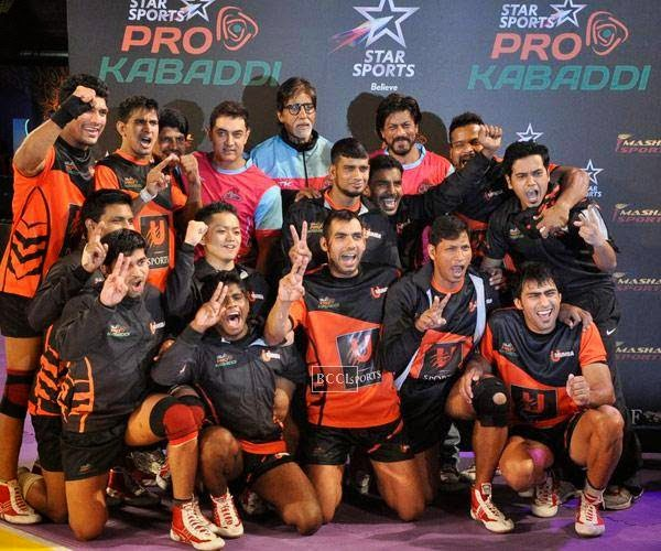 Aamir Khan, Amitabh Bachchan and Shah Rukh Khan with winning team U Mumba after the opening match of Pro-Kabbadi League, held in Mumbai, on July 26, 2014. (Pic: Viral Bhayani)