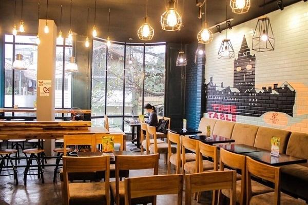 Hô biến không gian quán café bằng các loại đèn trang trí
