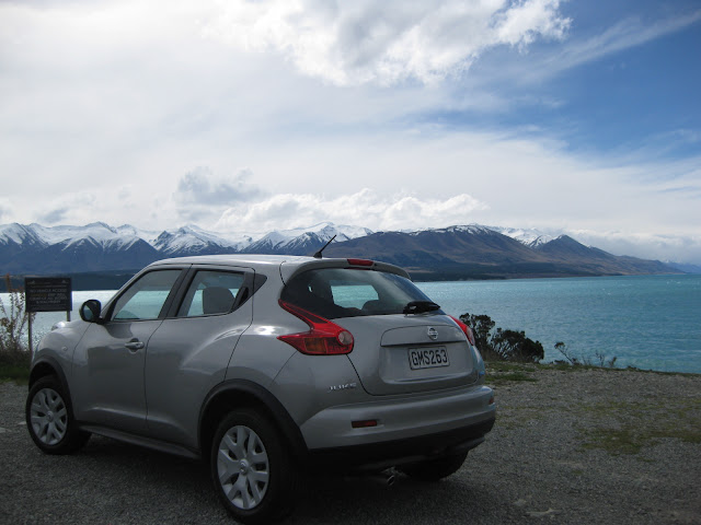 Lake Pukaki and Mt Cook in the background of our Nissan Juke, Europcar