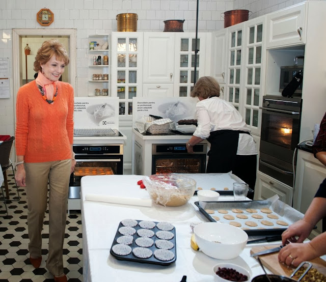 FOTO Principesa Margareta şi bloggerii culinari au gătit pentru pentru persoane vârstnice greu deplasabile