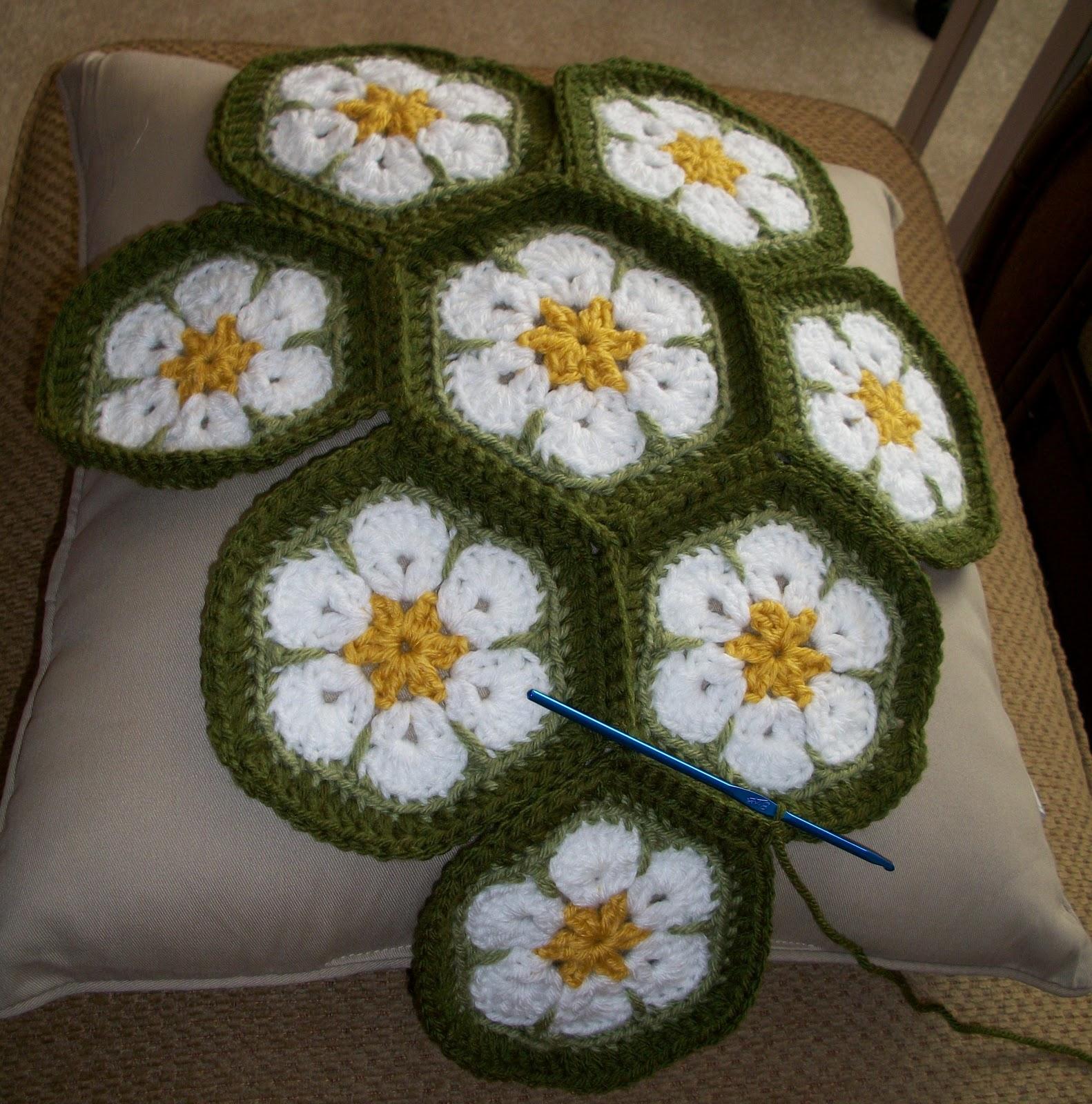 The Florida Crochet Garden: African Flower Daisy Cushion