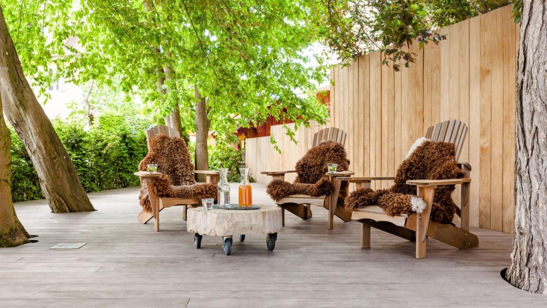 Kebony Clear et Kebony Character : bois modifié avec un liquide d'origine biologique, ce qui confère au bois une très longue durée de vie, garantie 30 ans. Ne demande aucun entretien, juste un simple nettoyage.