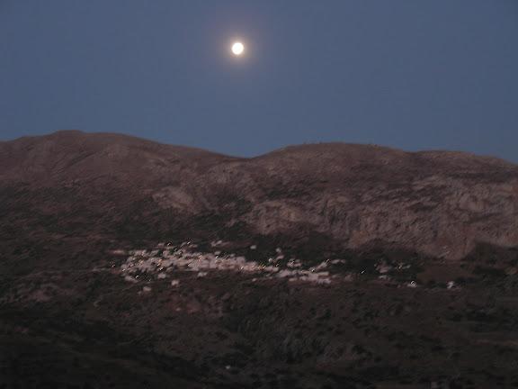 La Luna sobre Langada, en Amorgós