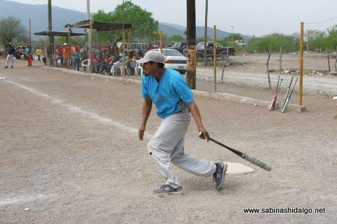 Mario Guardiola de Cerveceros en el softbol del Club Sertoma