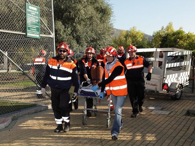 Durante la evacuación de una de las victimas.