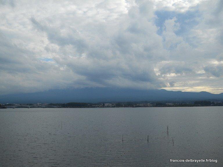 Le mont Fuji, masqué par les nuages...