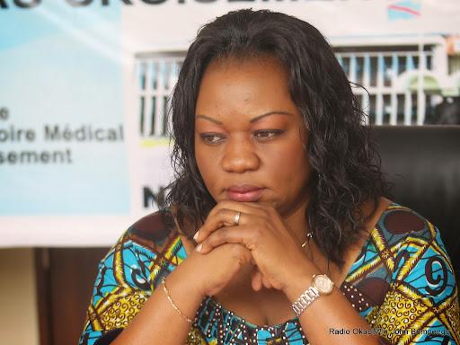 La ministre du Genre, de la Famille et de l'Enfant, Géneviève Inagozi Ibambi Bulo animant une conférence de presse le 30/07/2014 à l'institut national pilote d'enseignement des sciences de sante(INPESS) de Kinshasa. Radio Okapi/Ph. John Bompengo