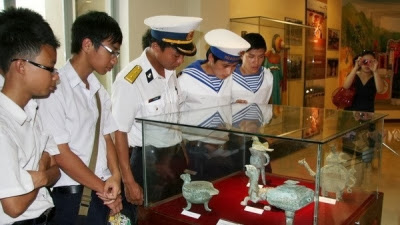hotel-danang-museum-receive-over-70-artefacts