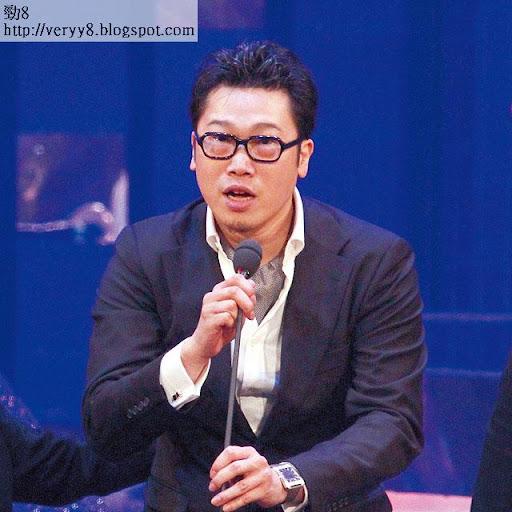 郭子健和周星馳聯合執導,但卻中途退出,由星爺自己埋尾,影片上亦不見他的名字,慘成隱形導演。