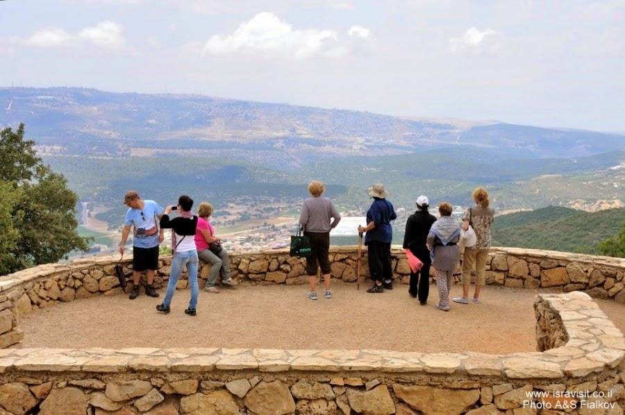 Обзорная площадка. Пешеходный маршрут по горе Мирон. Экскурсия по Верхней Галилее. Гид в Галилее Светлана Фиалкова.