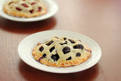 photo of blueberry mini pie on a plate