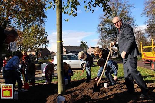 burgemeester plant lindeboom in overloon 27-10-2012 (17).JPG