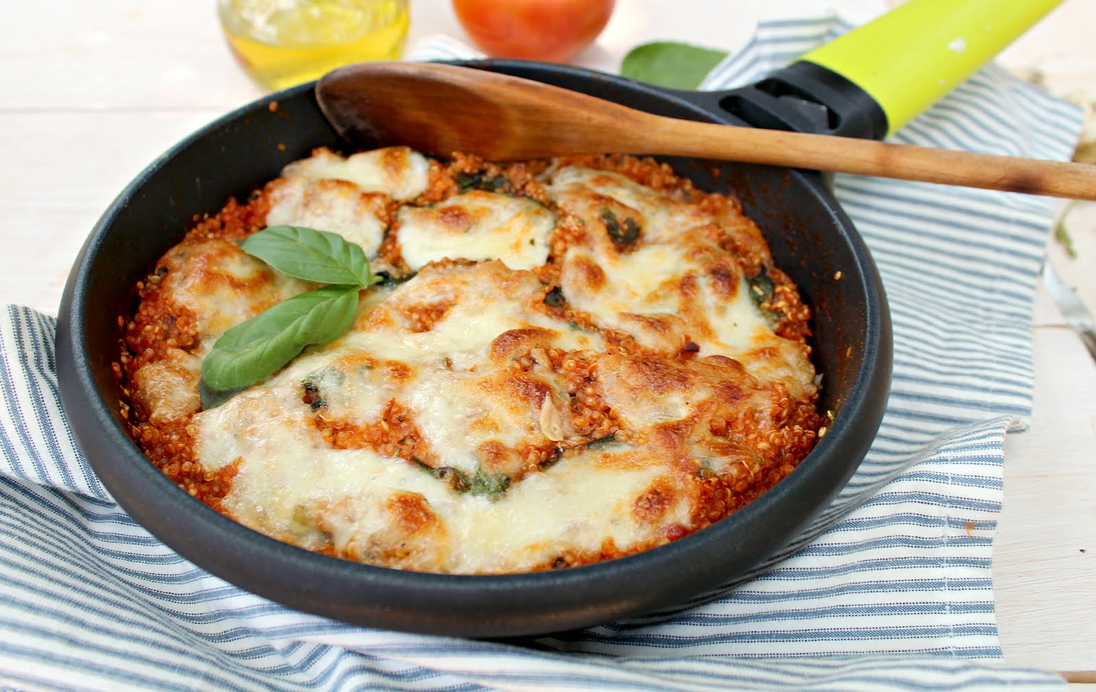 Spinach & Quinoa Skillet Lasagna: super healthy and made in ONE skillet in less than 30 minutes!!