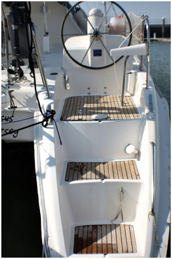 Dufour Nautitech 395 for sale backsteps