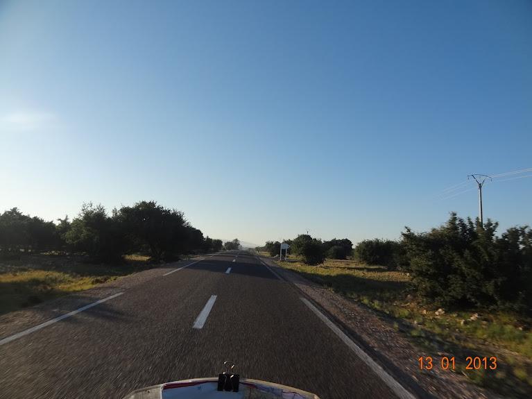 Marrocos e Mauritãnia a Queimar Pneu e Gasolina - Página 3 DSC05583