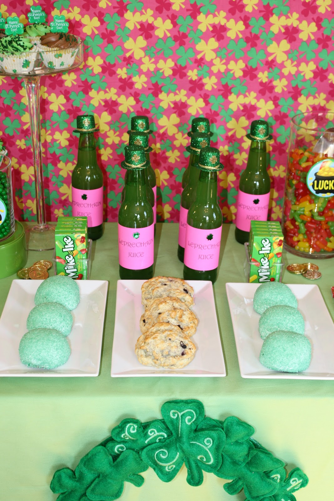 party sweet party st patrick 39 s day dessert table. Black Bedroom Furniture Sets. Home Design Ideas