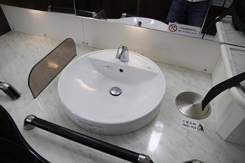 名鉄バス「名古屋新宿線」Sクラスシート車 2253 後部ワイドトイレ その2