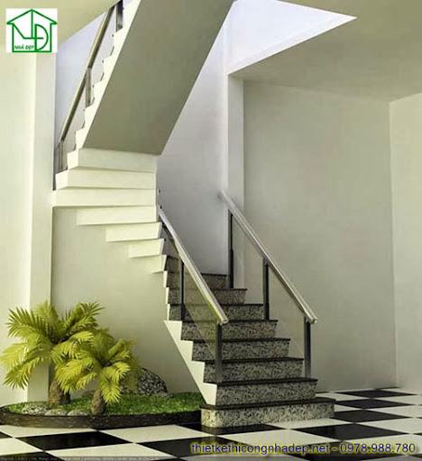 Cầu thang làm bằng đá granite, tay vịn gỗ và kính