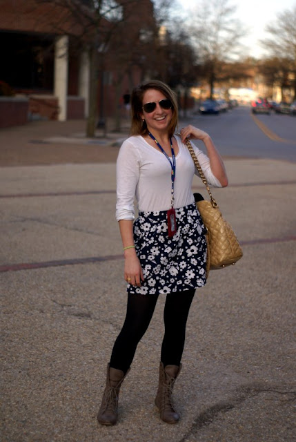 Virginia Fashion, Virginia Street Style, Southern Street Style, white top with floral skirt and boots
