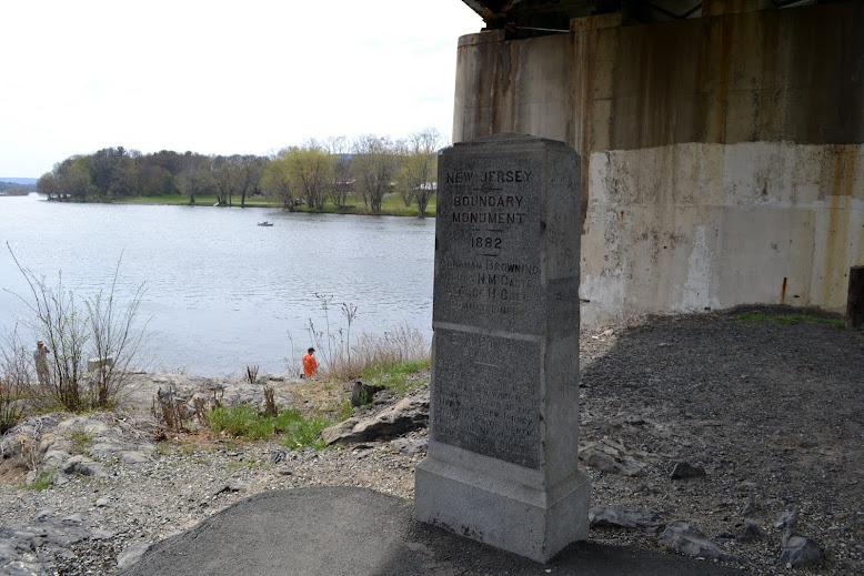 Три угла - Место, где сходятся границы трех штатов: Нью-Йорк, Нью-Джерси, Пенсильвания.Порт Джервис, Нью-Йорк(Port Jervis, NY)