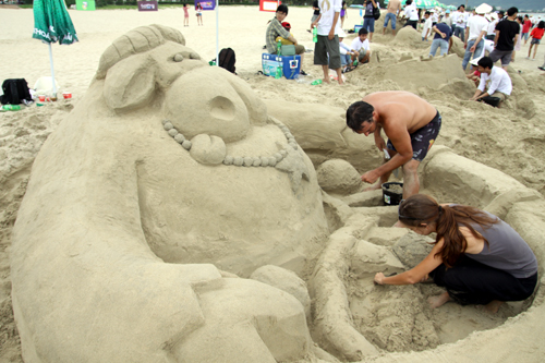 danang-beach-hotel-sand-castle-competition