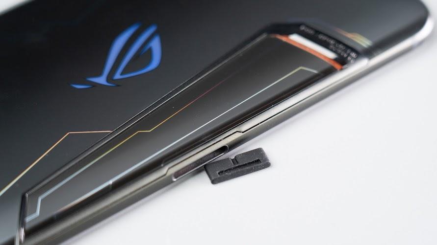 ASUS ROG Phone 2 電競手機!教你如何達到最佳遊戲體驗|PS4 手把配對、120Hz 更新率、高通S855+、遊戲手機推薦、Kunai 遊戲手把、側邊充電 - 7