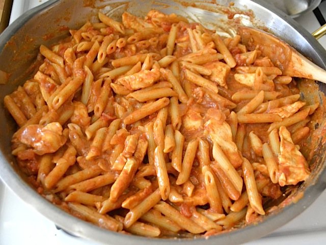 combined sauce, pasta and chicken in bowl