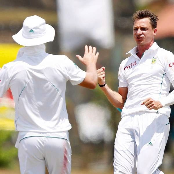 South Africa's Dale Steyn (R) celebrates with teammate AB de Villiers after taking the wicket of Sri Lanka's Dilruwan Perera (not pictured) during the fifth day of their first test cricket match in Galle July 20, 2014.