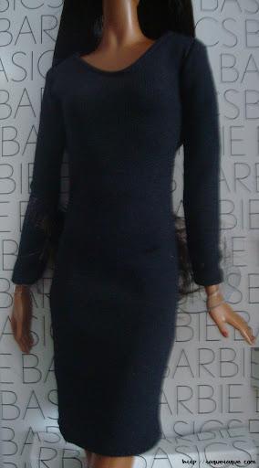 Barbie Basics LBD #10: foto de la muñeca y del vestido todavía más de cerca