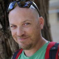 Roni Yaniv's avatar