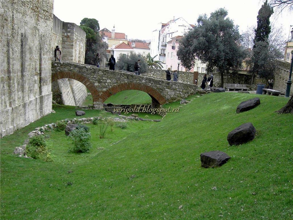 Внутри крепости Святого Георгия