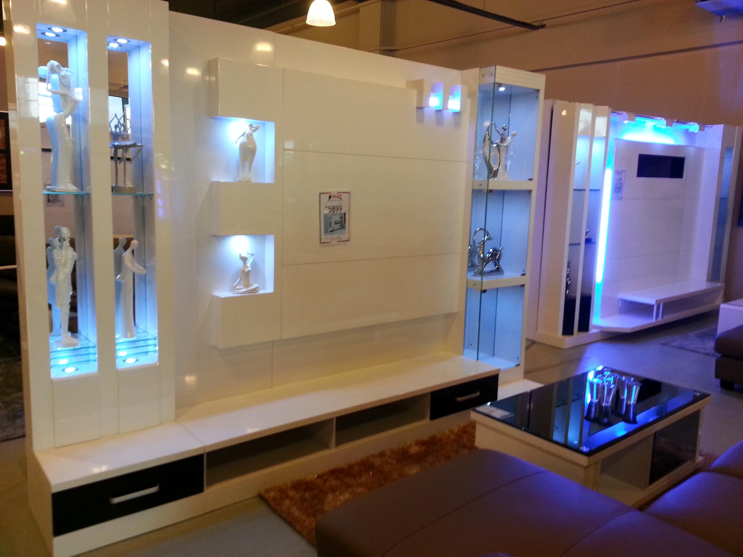 Display Cabinet Utk Ruang Tamu Sekali Dgn Sofa