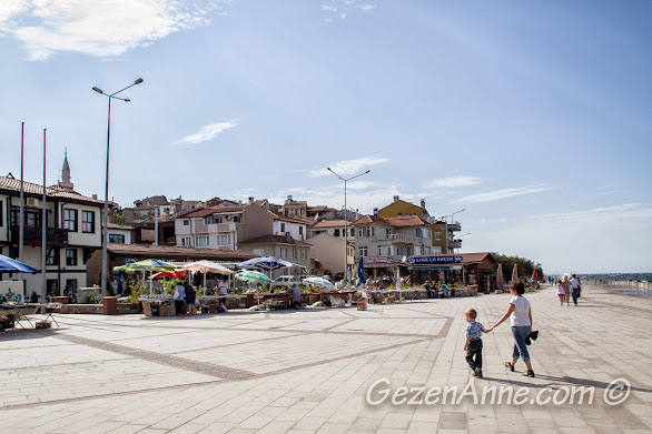 Bursa, Trilye sahilinde yürürken