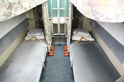 JR寝台特急「日本海」 4001レ B寝台 下段 その1