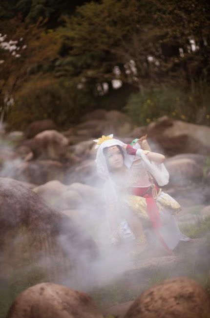 Nữ hiệp Minh Giáo du ngoạn trong rừng hoa - Ảnh 2