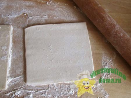 Раскатать слоеное тесто