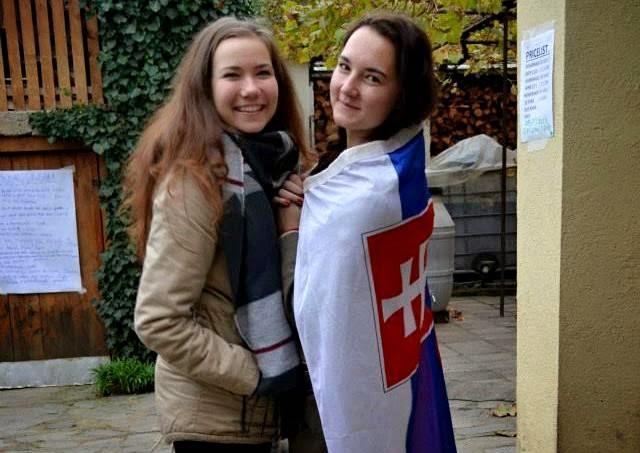Laura Kovácsová (vľavo) a Laura Zvončeková (vpravo) reprezentovali na workshope Slovensko. Foto: Laura Zvončeková