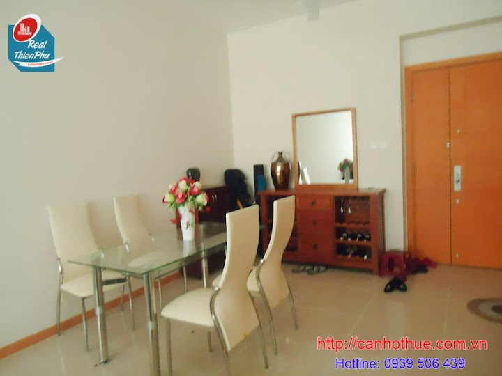 0939506439 Can ho Saigon Pearl view song chi 1050 USD 2 PN thap