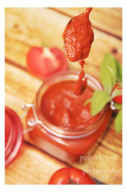 Domowy ketchup z suszonymi pomidorami i szałwią