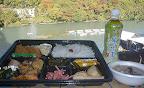 選手・スタッフには弁当・豚汁サービス3 2012-11-26T03:08:11.000Z