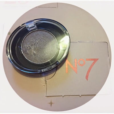 No7 Stay Perfect eye-shadow