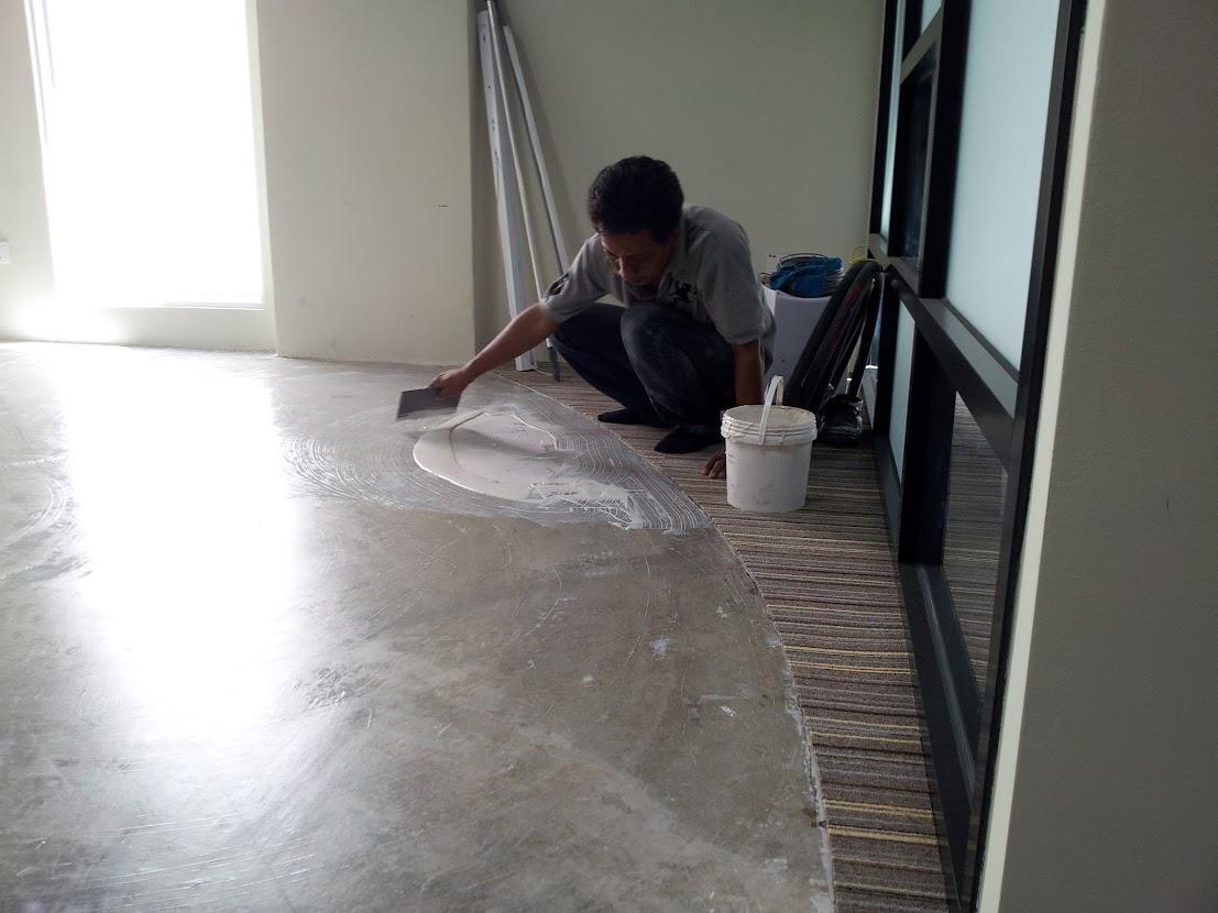 installing of vinyl foor