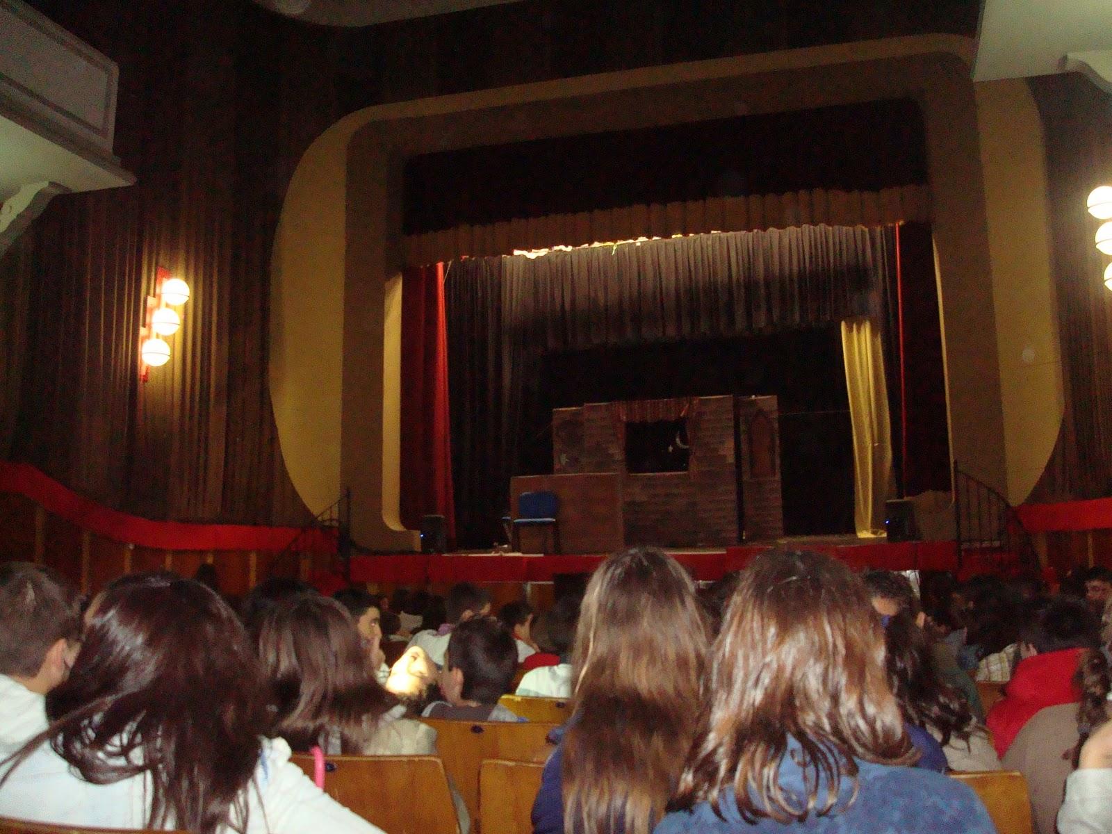 El peri dico del arrabal obra de teatro en los salesianos for Sala 0 teatro sevilla